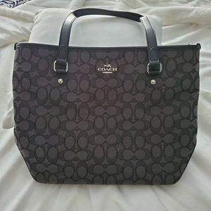 Coach med signature shoulder bag in Black Smoke.